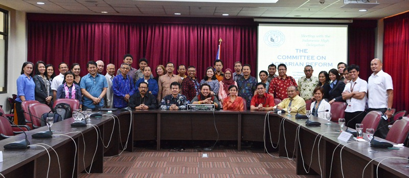 Indonesian delegates and CSOs meet with Congressional Committee Chairman on Agrarian Reform Teddy Baguilat, Jr. (center). Photo by DAR.