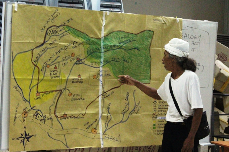 NAMAMAYUK tribal leader presenting the map of their ancestral domain.   Photo by XSF-ILG.
