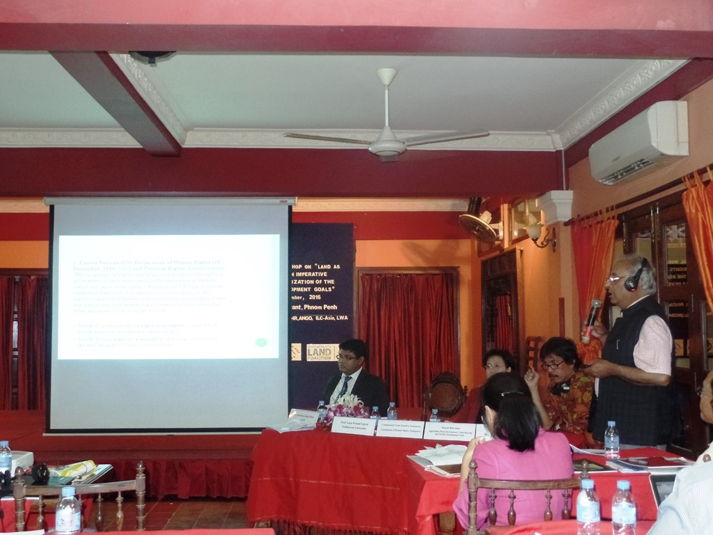 """Professor Laya Prasad Uprety presenting the highlights of the paper on """"Mainstreaming land rights as human rights in South Asia."""""""