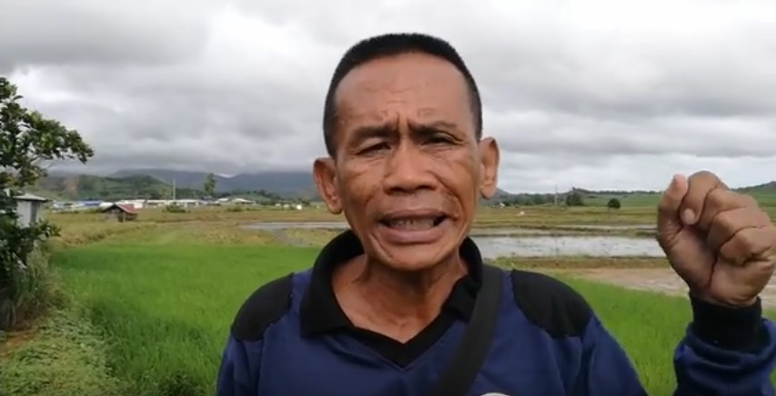 Bagacay Farmers Association Leader Jerry Navarro seeks help from DAR Secretary Rafael Mariano amid death threats and the on-going illegal conversion of their 74-hectare landholding into a housing project despite the Duterte administration's imposition of a moratorium on land use conversion.  Photo source: Screen grab from TFM's video .