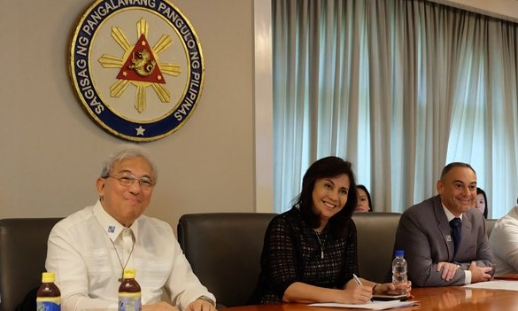 """ANGOC Chairman Emeritus Fr. Francis Lucas (left) and FAO Country Representative in the Philippines Mr. Jose Luis Fernandez (right) with Philippine Vice President Maria Lenonor """"Leni"""" Gerona Robredo. Photo by CARRD"""